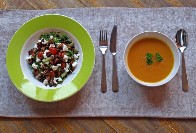 Salade geitenkaas bacon ontbijtspek rucola tomaat dressing zoet zout pompoen soep